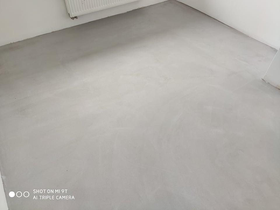 Mikrocement rozlewny na schodach CIMOCH