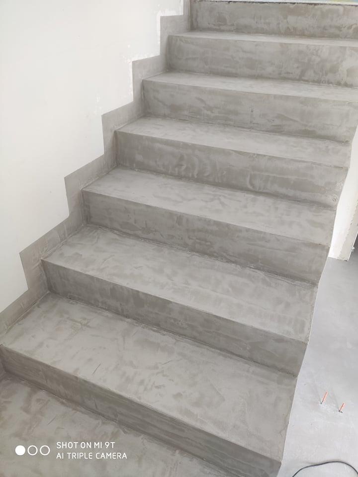 Mikrocement szpachlowy na schodach CIMOCH