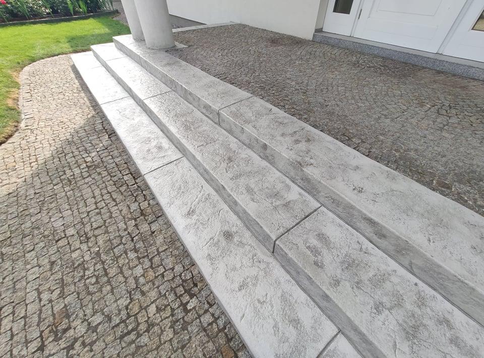 Gołębi szary beton stemplowany phu cimoch